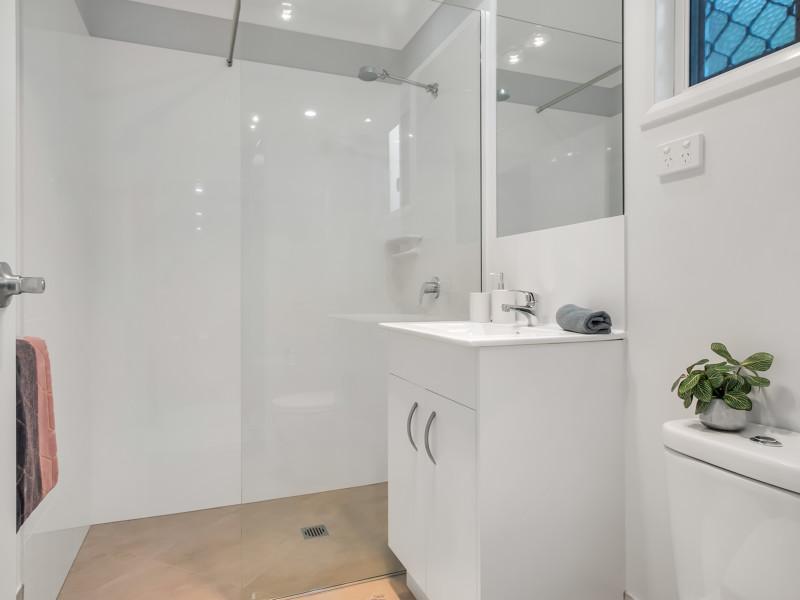 Brisbane North Rental Village Condo Bathroom